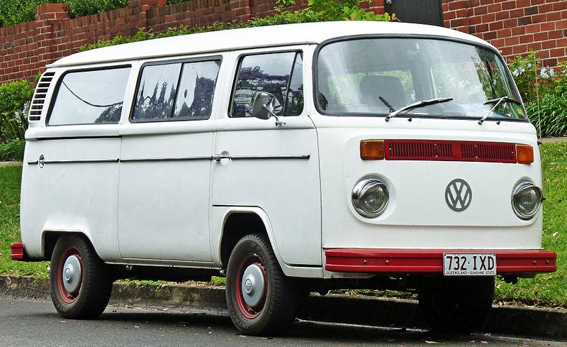 800px-1973-1980_Volkswagen_Kombi_(T2)_van_01